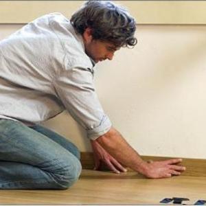 Установка деревянного плинтуса (если в помещении более 6 углов, то за каждый дополнит. угол по 100 руб.)